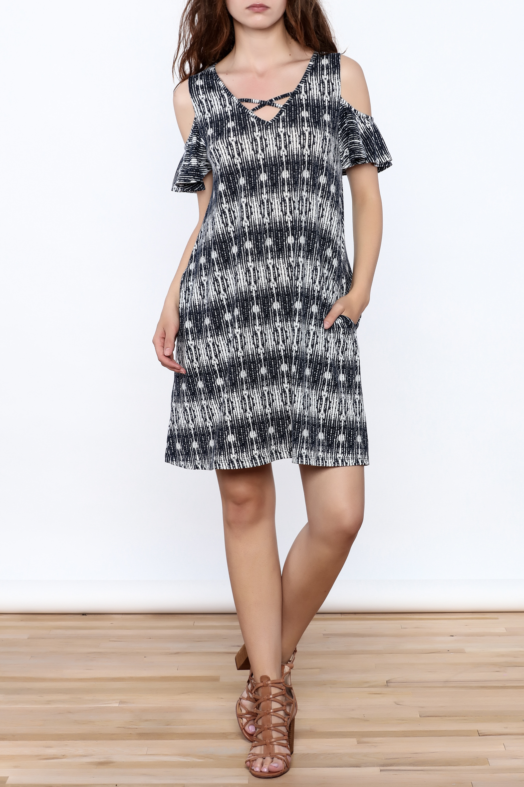 y&i clothing boutique Black Printed Oversized Dress - Front Full Image