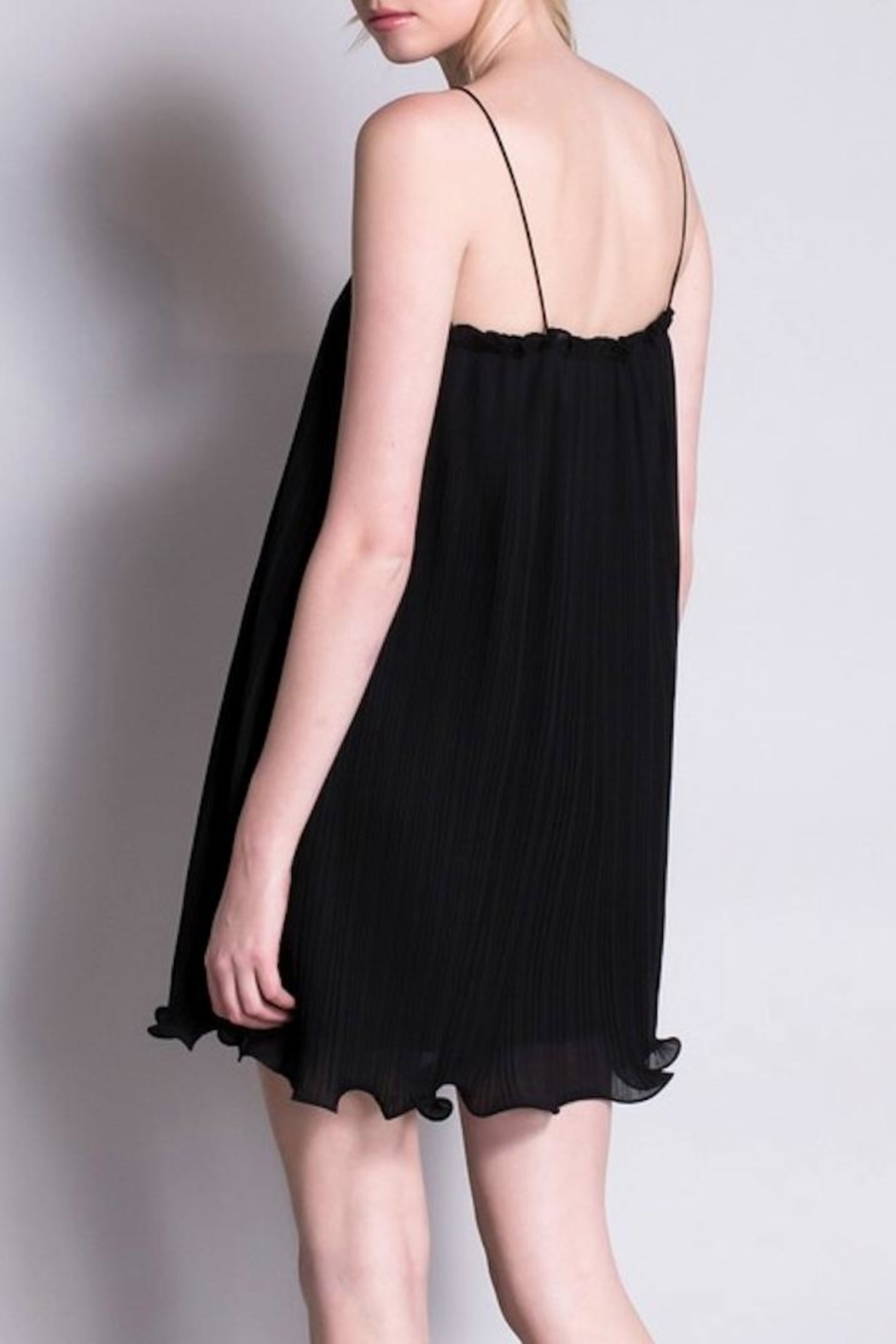 Yipsy Crinkle Black Dress - Side Cropped Image