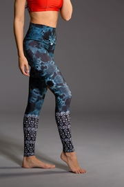 Onzie Yoga High Rise - Front full body