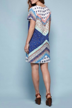 Yumi Floral Tile Shift Dress - Alternate List Image