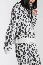 z supply Amur Leopard Sweatshirt - Side cropped