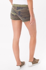 z supply Camo Shorts - Side cropped