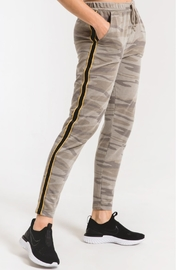 z supply Camo Sporty Jogger Pant - Side cropped